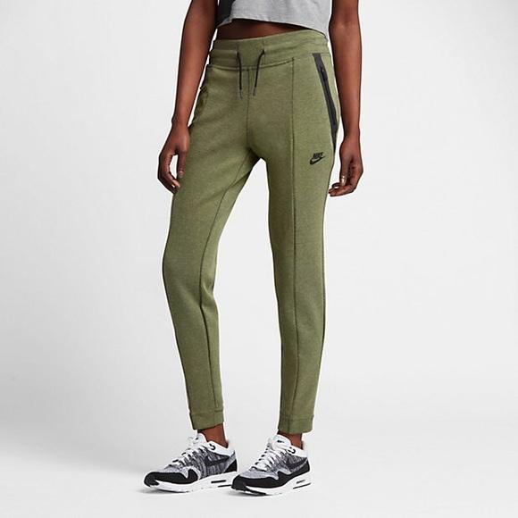 Women s Nike Sportswear Tech Fleece Pants. M 5b7efe42e9ec896cd3296bbc eadd7a9f37